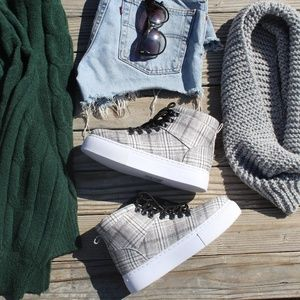 🚨//Fall Favorite Collection// Grey Plaid Sneaker